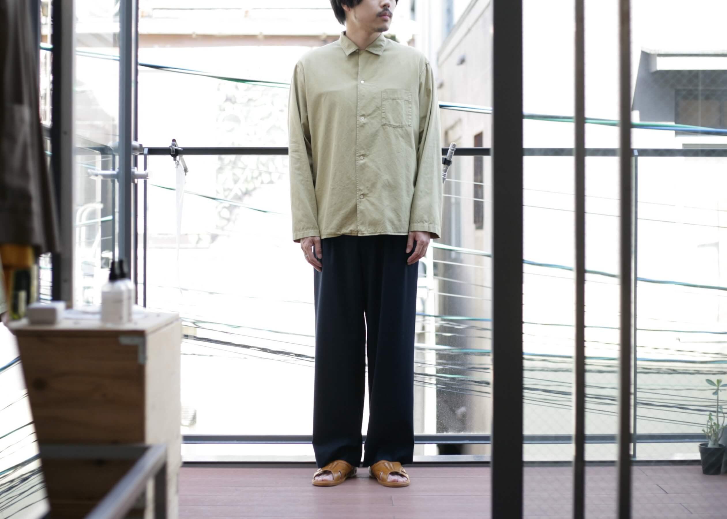 bunt - L/S open collar shirts ボタンを一番上まで留めたスタイル
