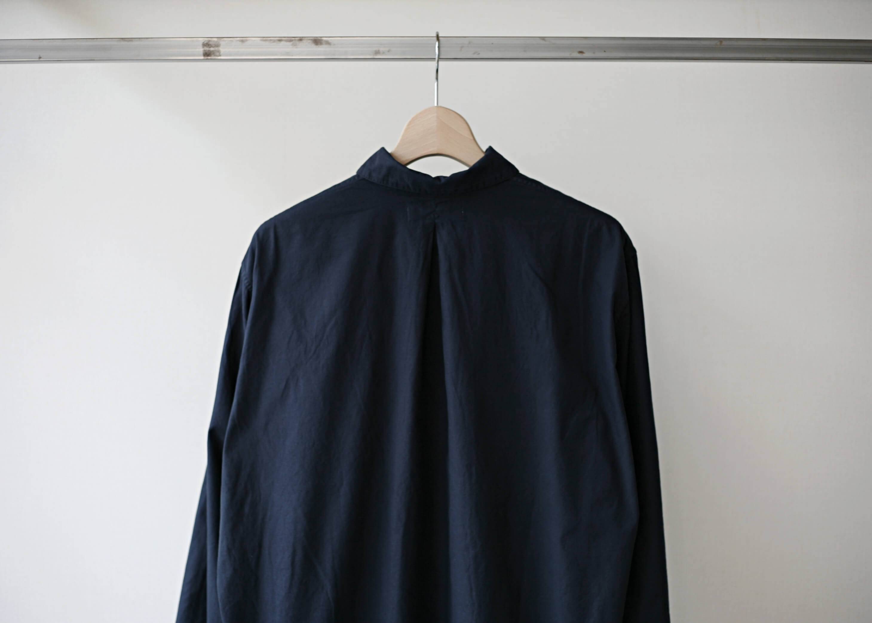 bunt skipper shirts navy バックスタイルのアップ