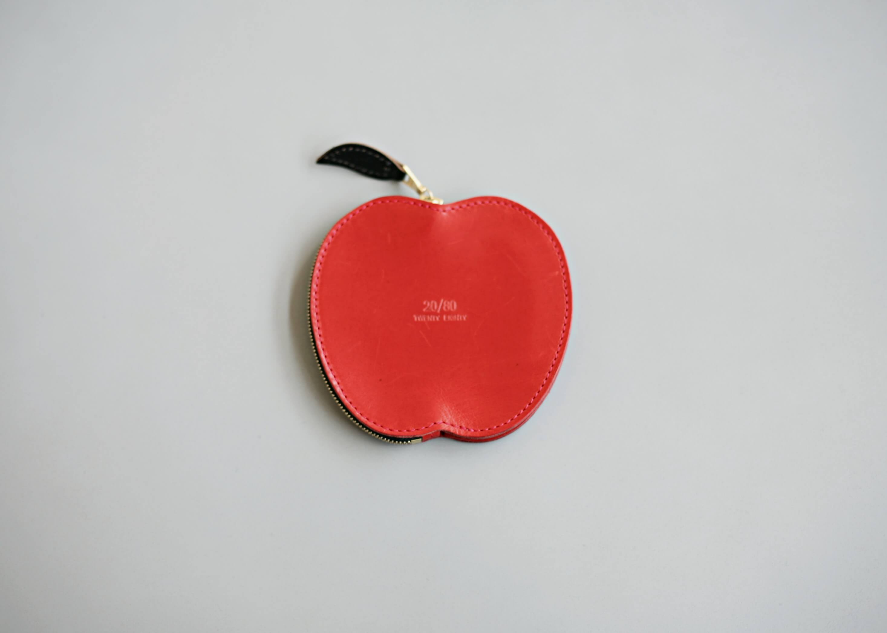 20/80 kip leather apple coin purse 裏の写真