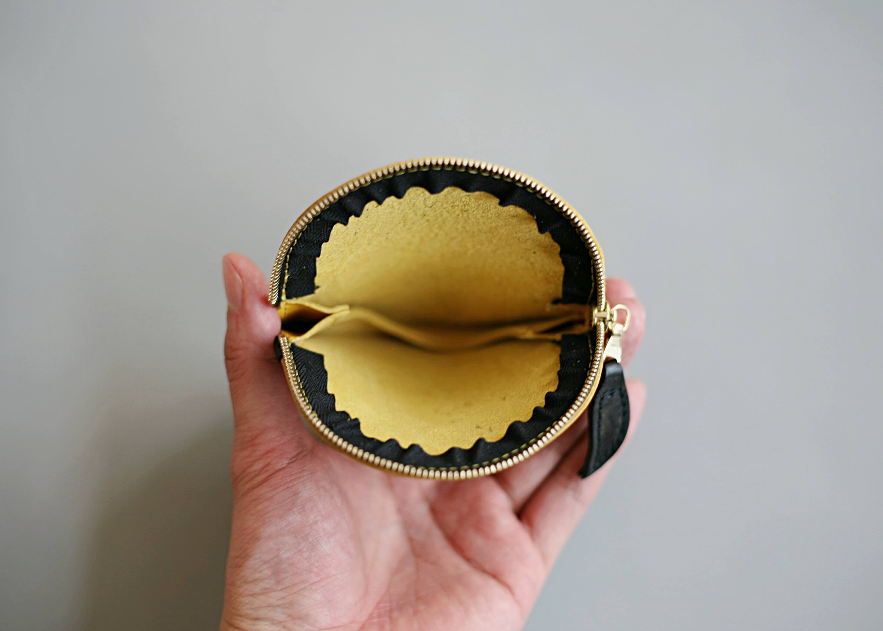 20/80 kip leather grapefruit coin purse 口を開けた状態