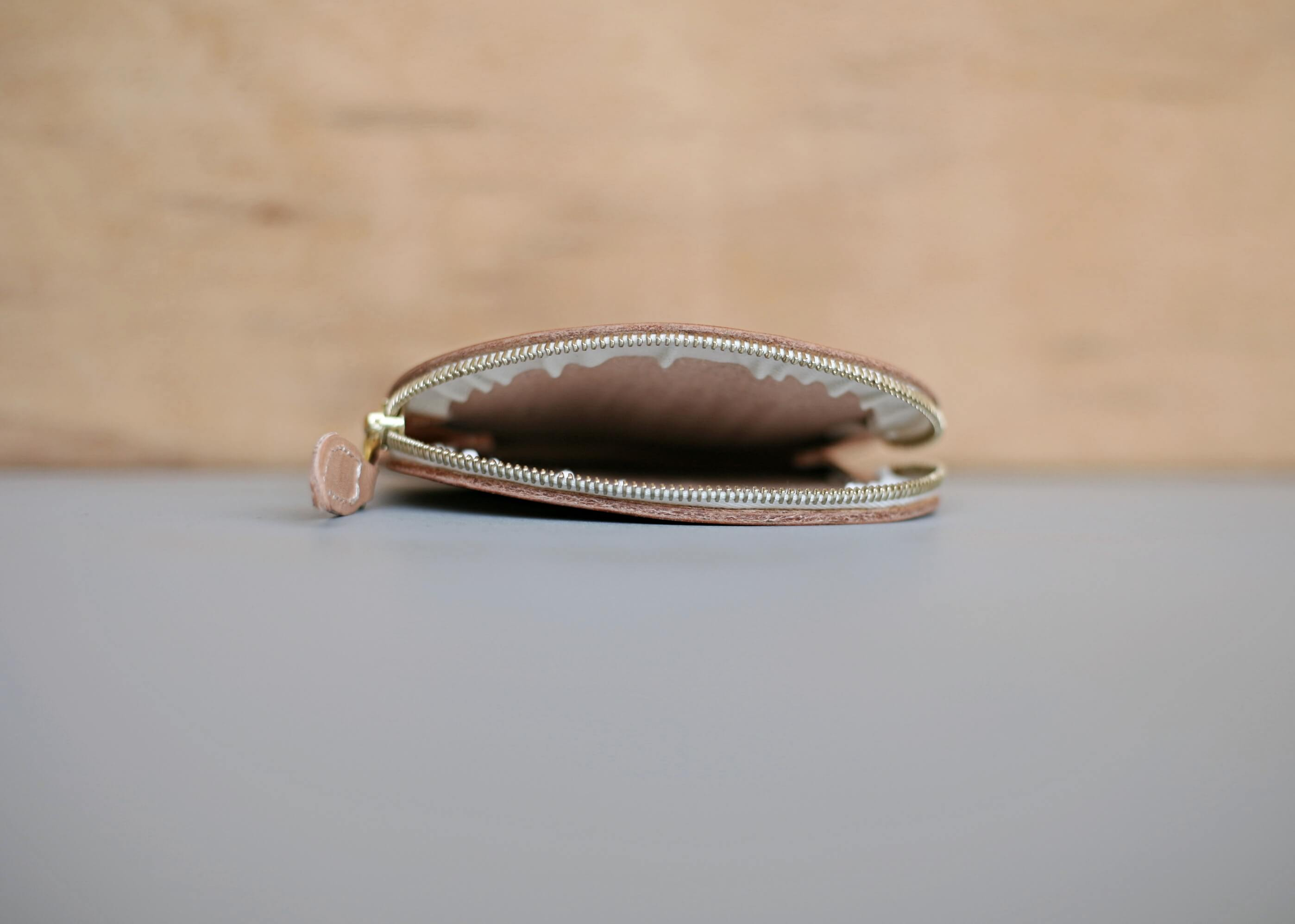20/80 tochigi leather apple coin purse 横からの写真