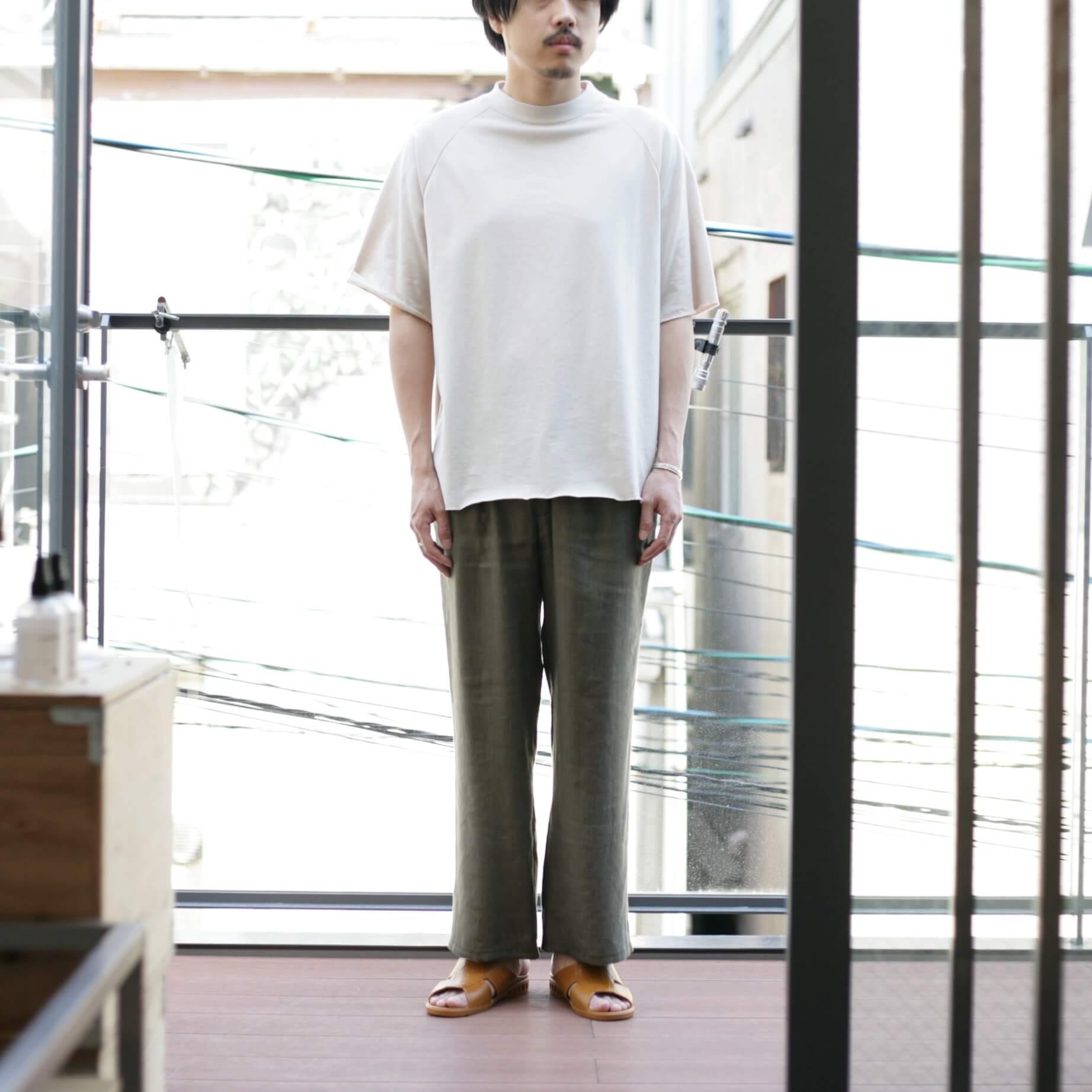 thee apron s/s beigeの着用(前)