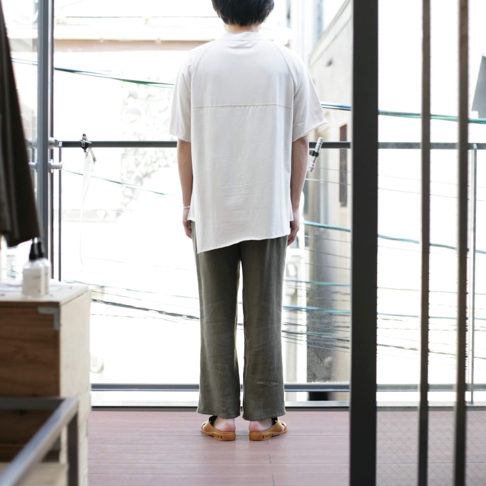 thee apron s/s beigeの着用(後)