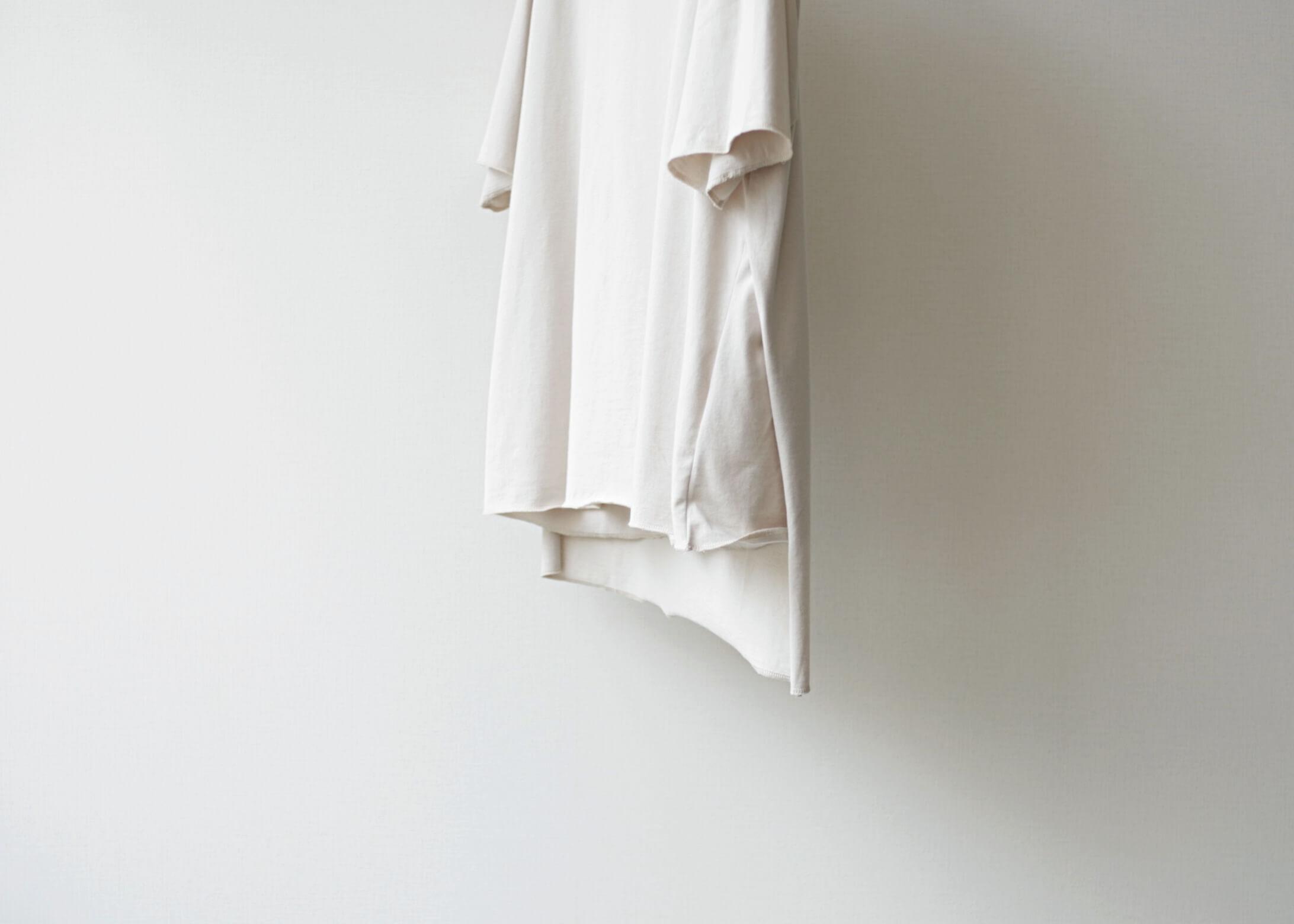 thee apron s/s beigeの横からのアップ