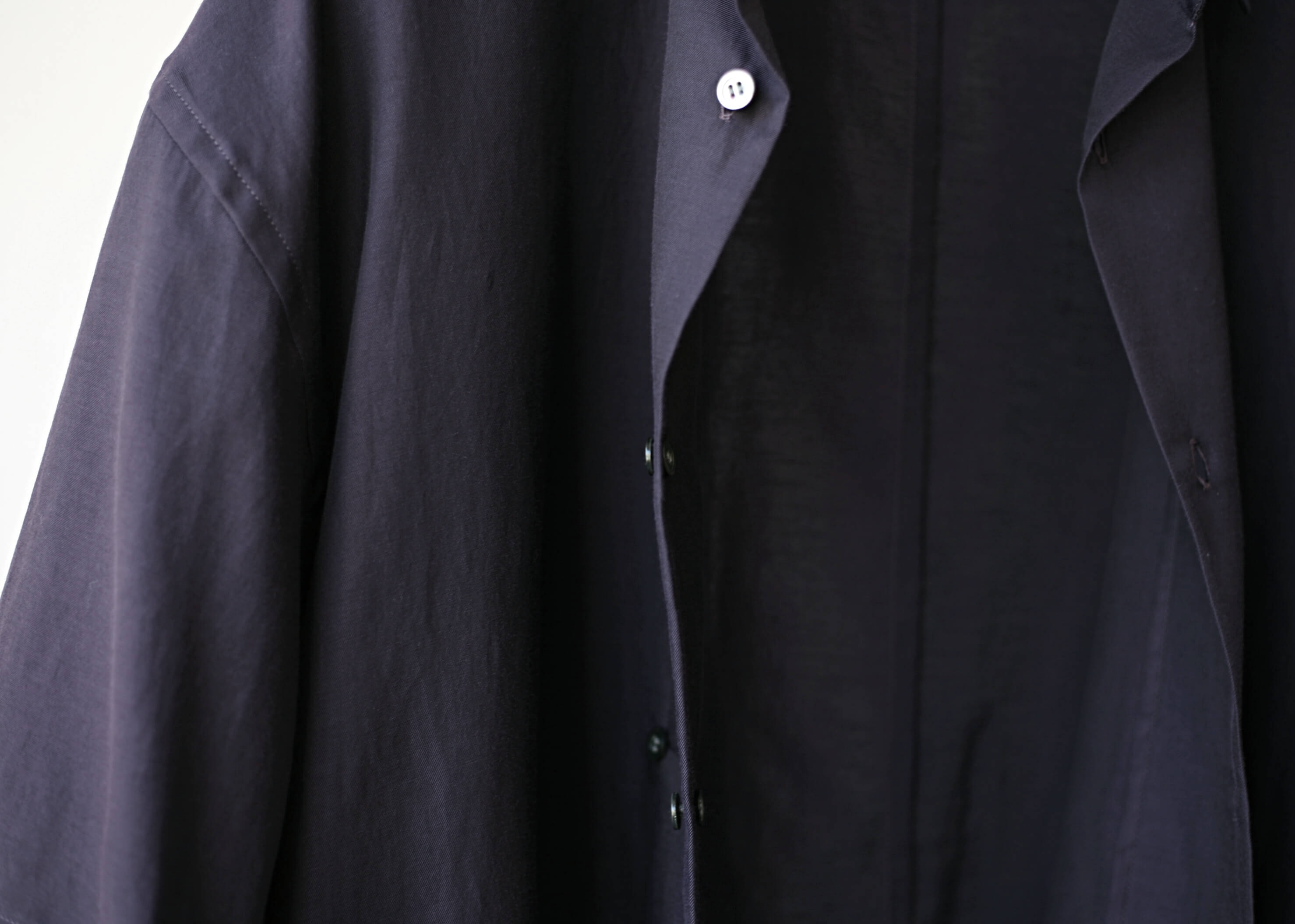 THEE double-buttoned short sleeve shirts purple ボタンのアップ