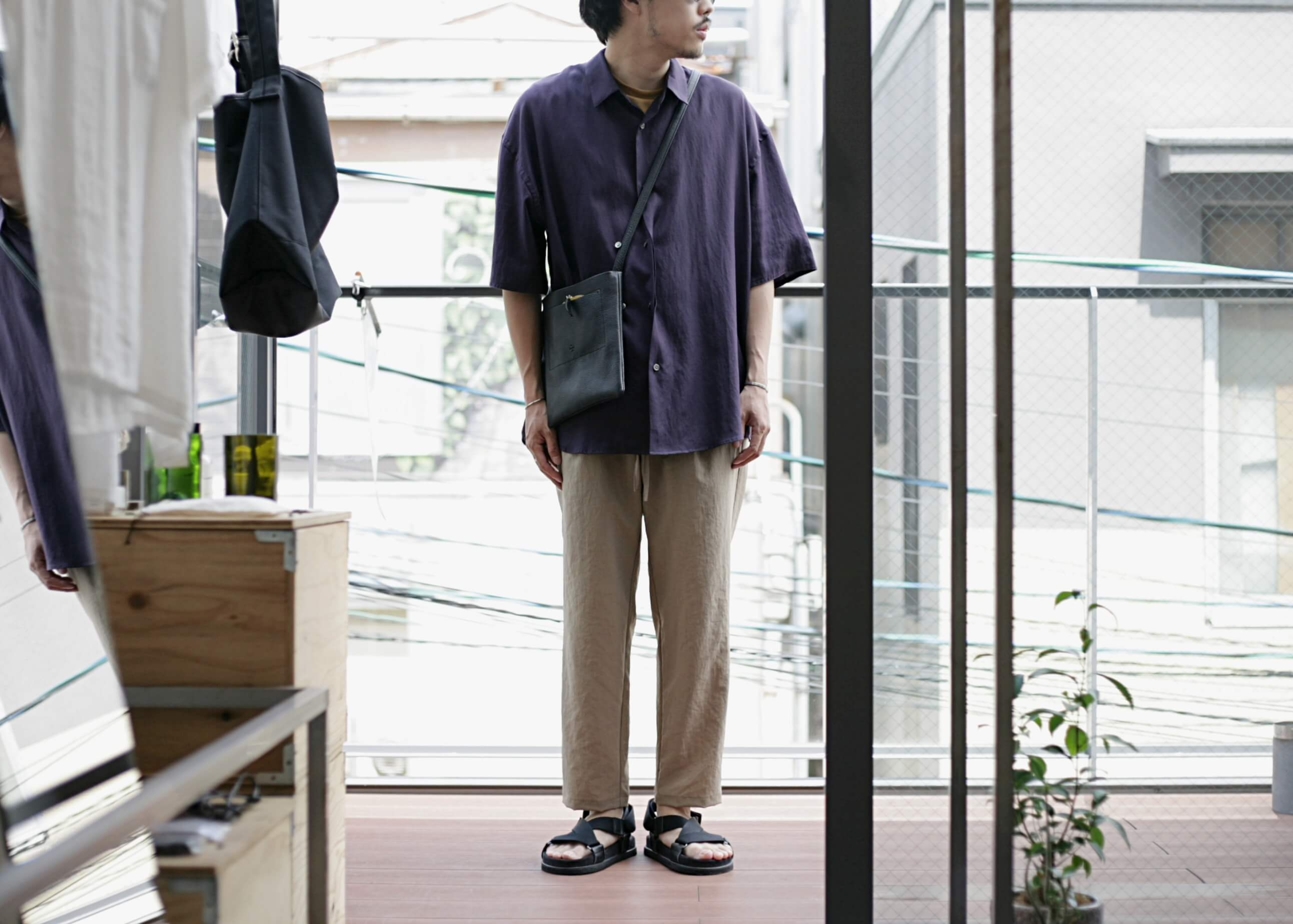 THEE double-buttoned short sleeve shirts purple 着用