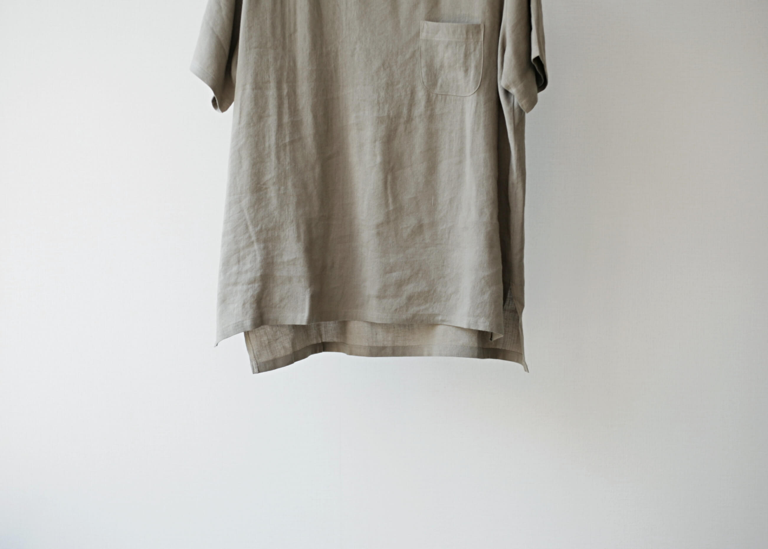 thee linen tee beige 正面のアップ