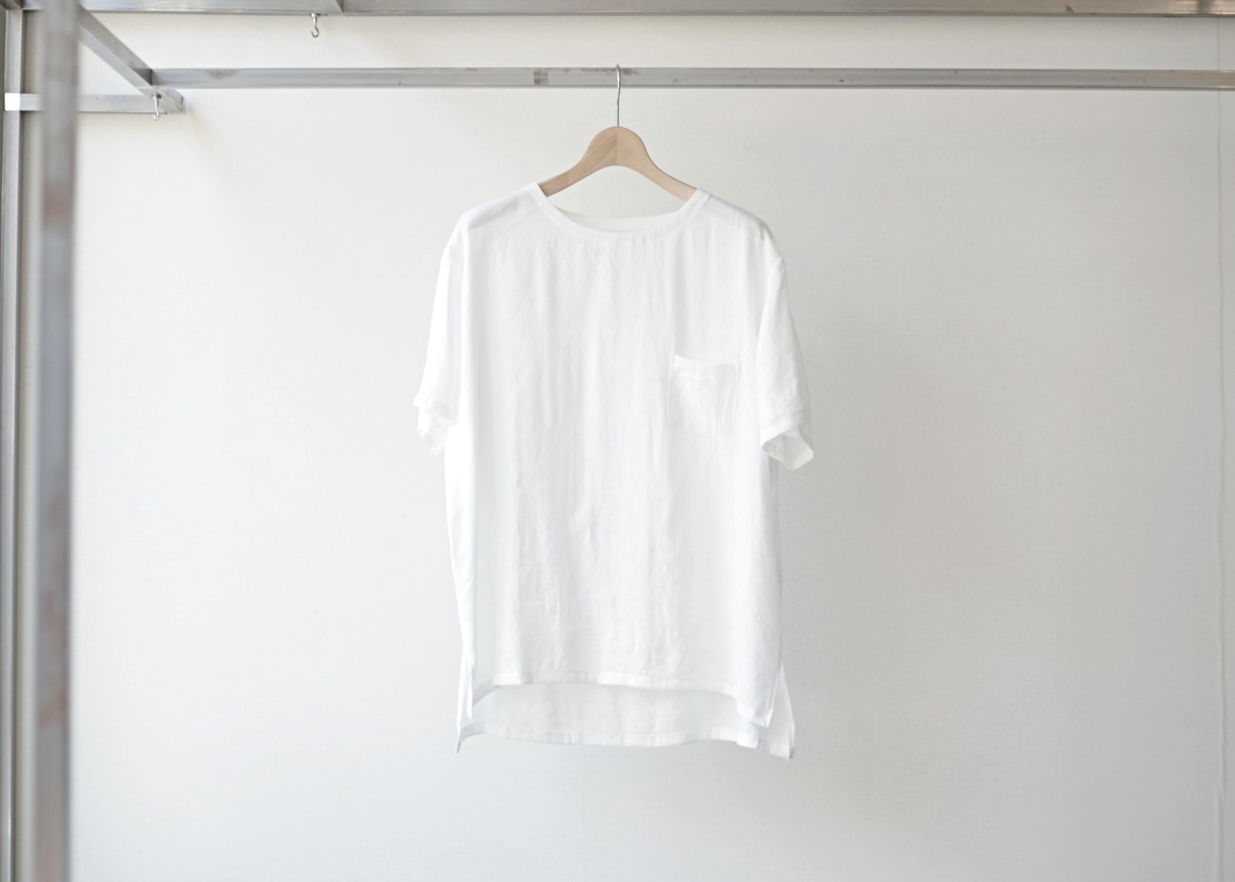 thee linen tee white 正面の写真