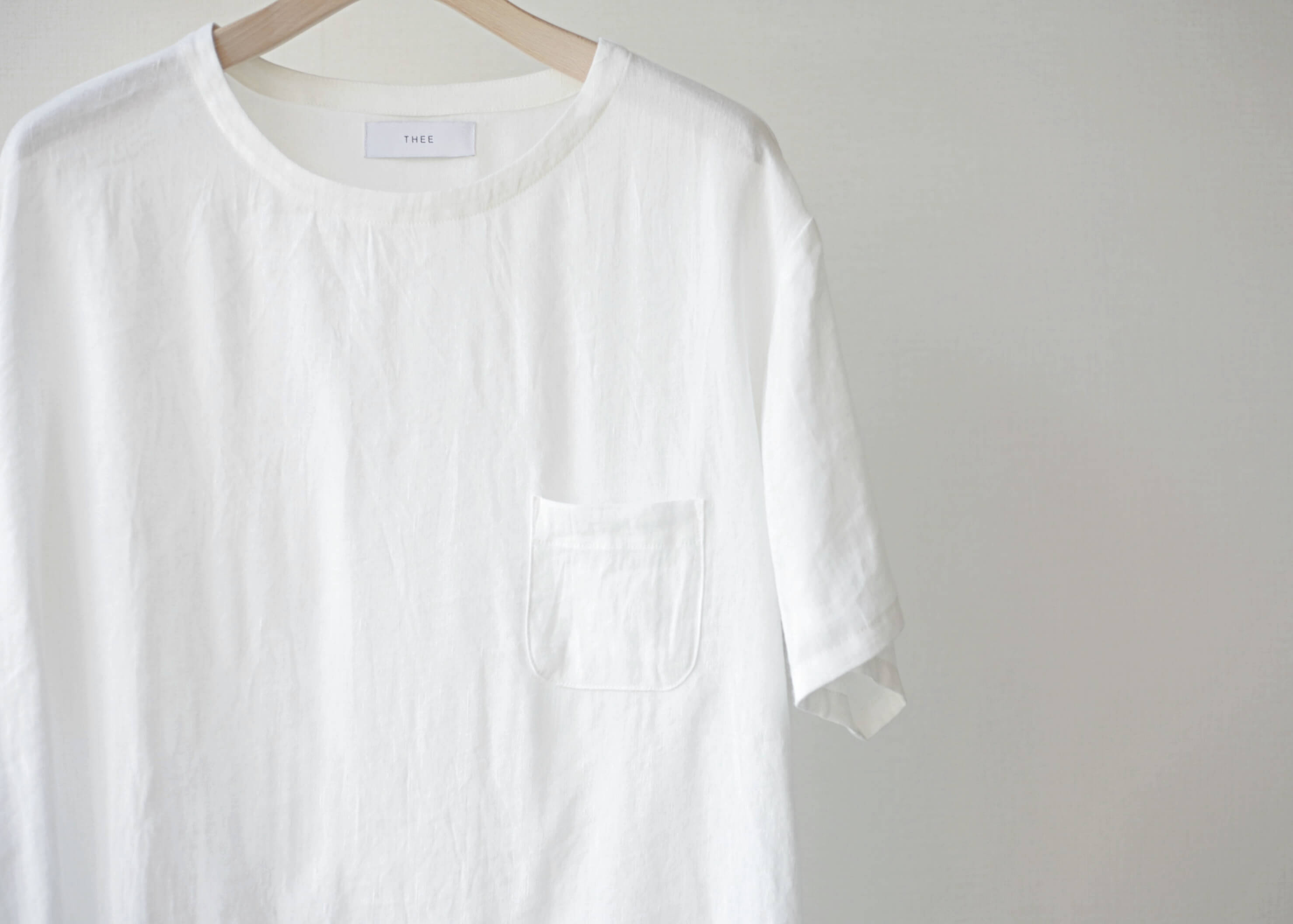 thee linen tee white 正面のアップ