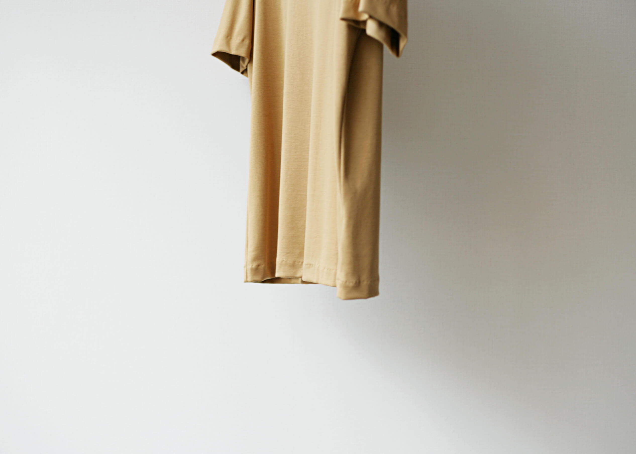 lamond suvin cotton s/s camel サイド 下半身アップ