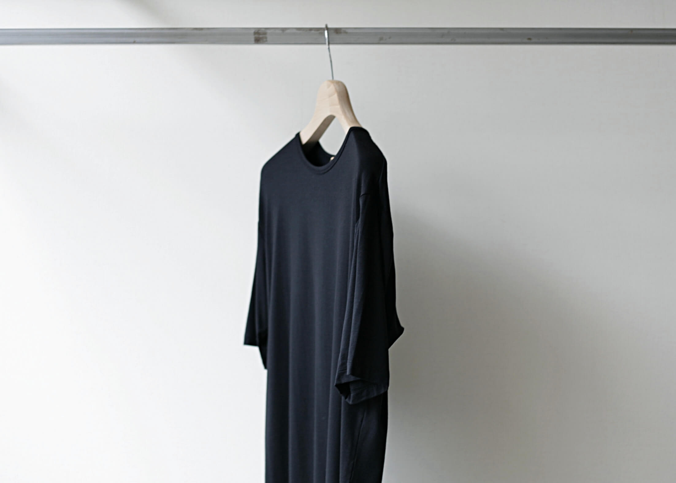 lamond tencel washable s/s black サイド上半身アップ