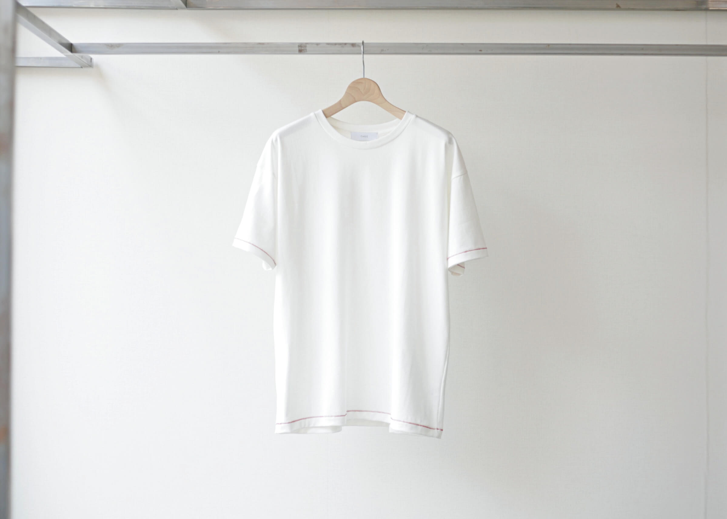 thee stitching tee white 正面の写真