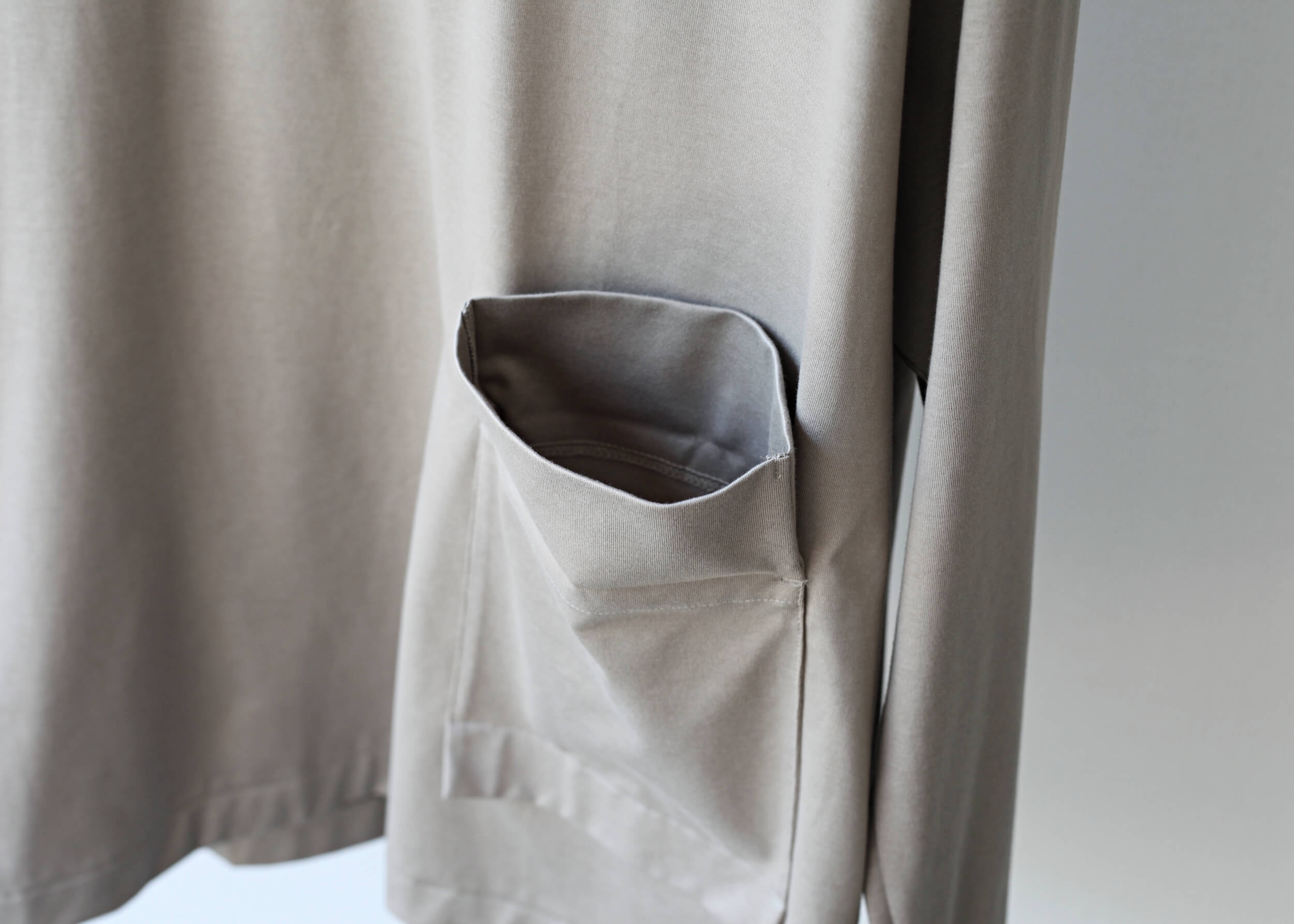 dulcamara ロールスリーブロンT graybeige ポケットアップ2