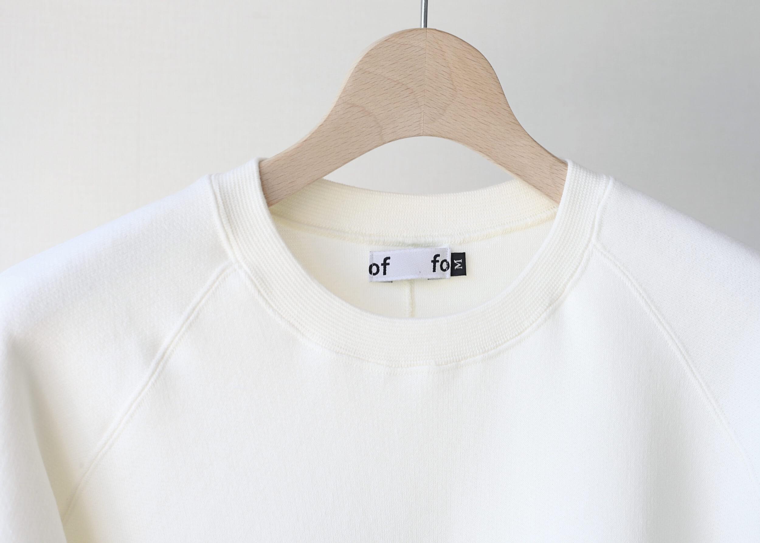 foof - tsuriami sweat pullover offネックのアップ