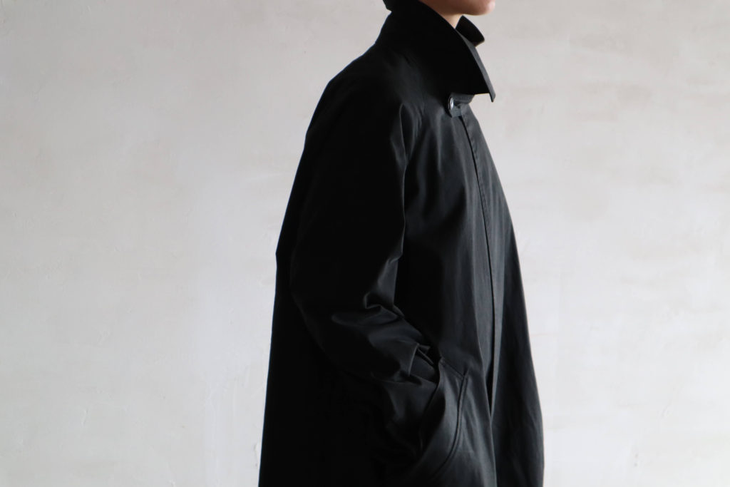 SOUMO 08/08 - STRAPED BALMACAAN COAT CHARCOALの着用写真