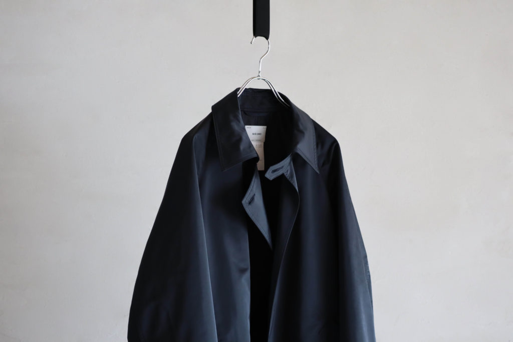 SOUMO 08/08 - STRAPED BALMACAAN COAT DARK NAVYの物撮り写真