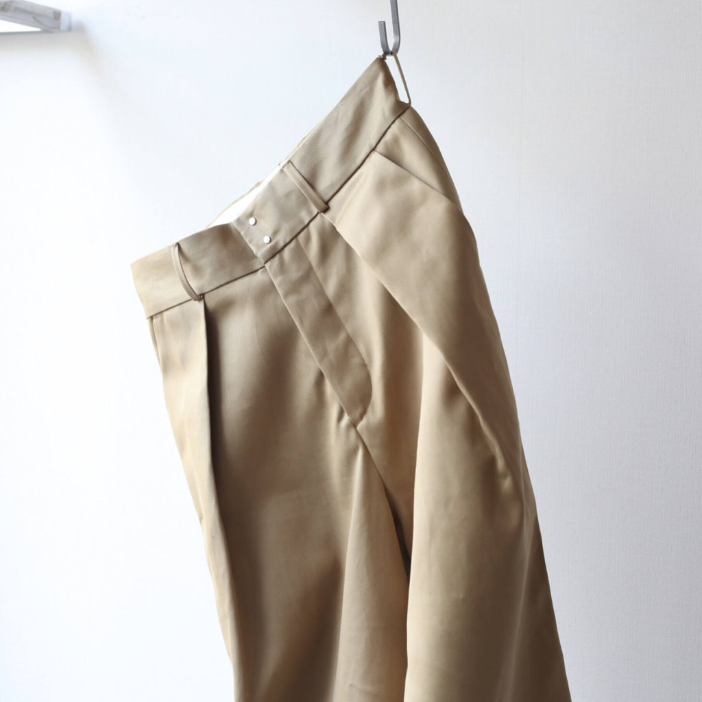 soumo - big tuck chino beigeの写真