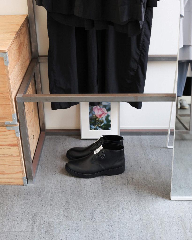 福岡セレクトショップhazyのブログ 写真は店内の一部 benchのDIAL CHUKKA BOOTSです